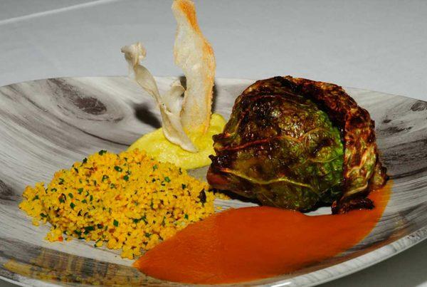 Paletilla de cordero Xisquet con tabule y salsa de miel y cilandro