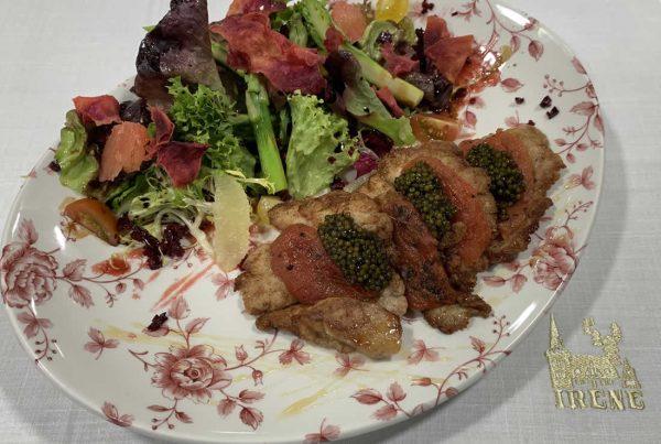 Mollejas de ternera empanadas a la inglesa con ensalada de primavera, Caviar Nacarii, vinagreta de aceite de nueces y vinagre de Pedro Ximenez